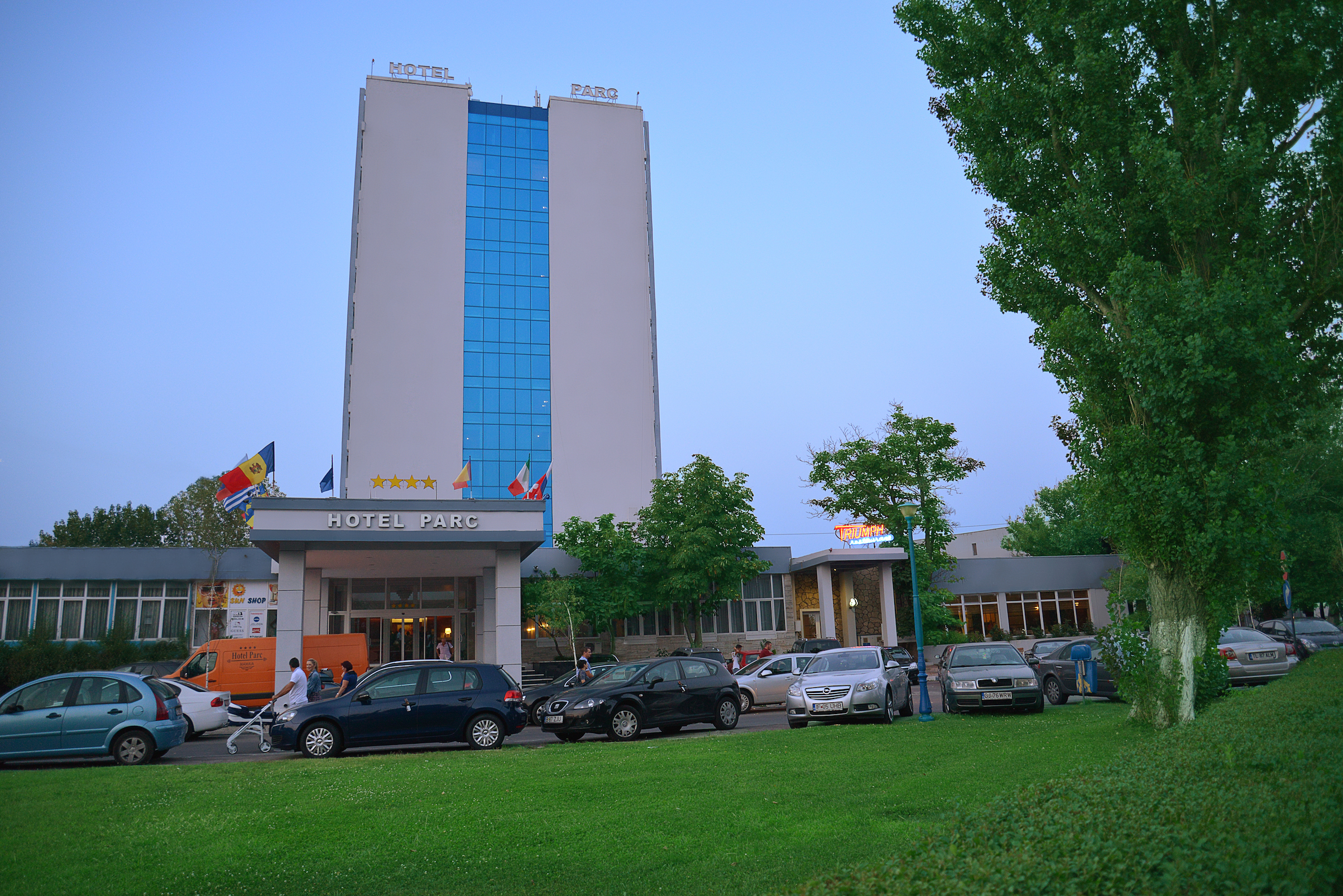 fatada principala hotel parc statiunea mamaia