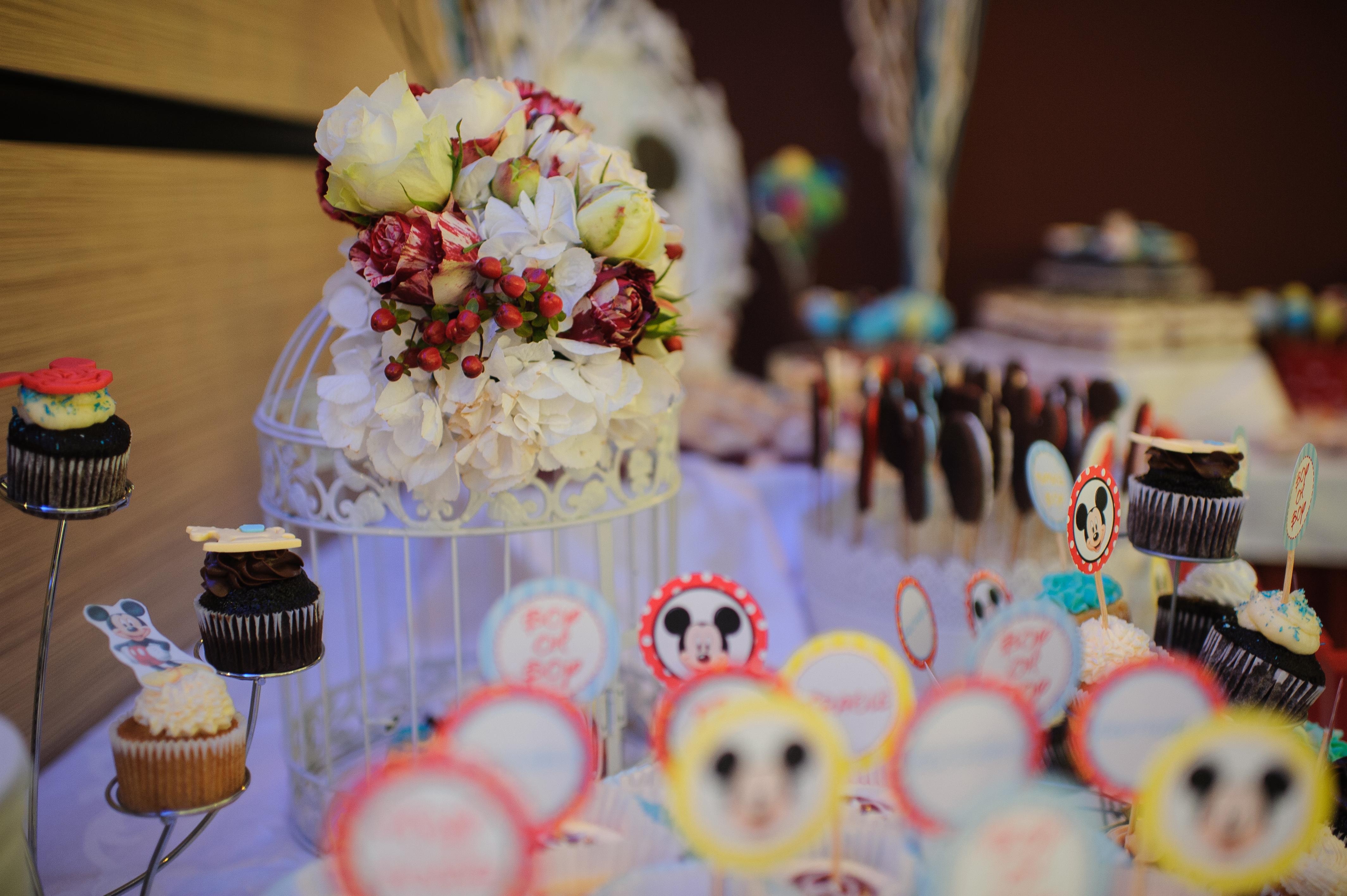 Aranjament floral Candy Bar Botez Mamaia