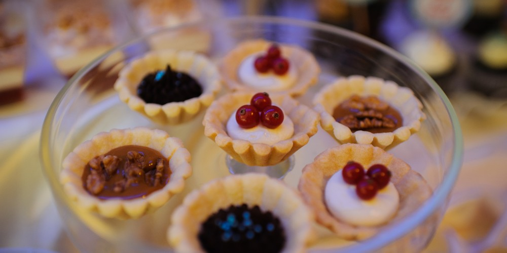 Prajiturele cu nuca si fructe de padure candy bar botez Mamaia