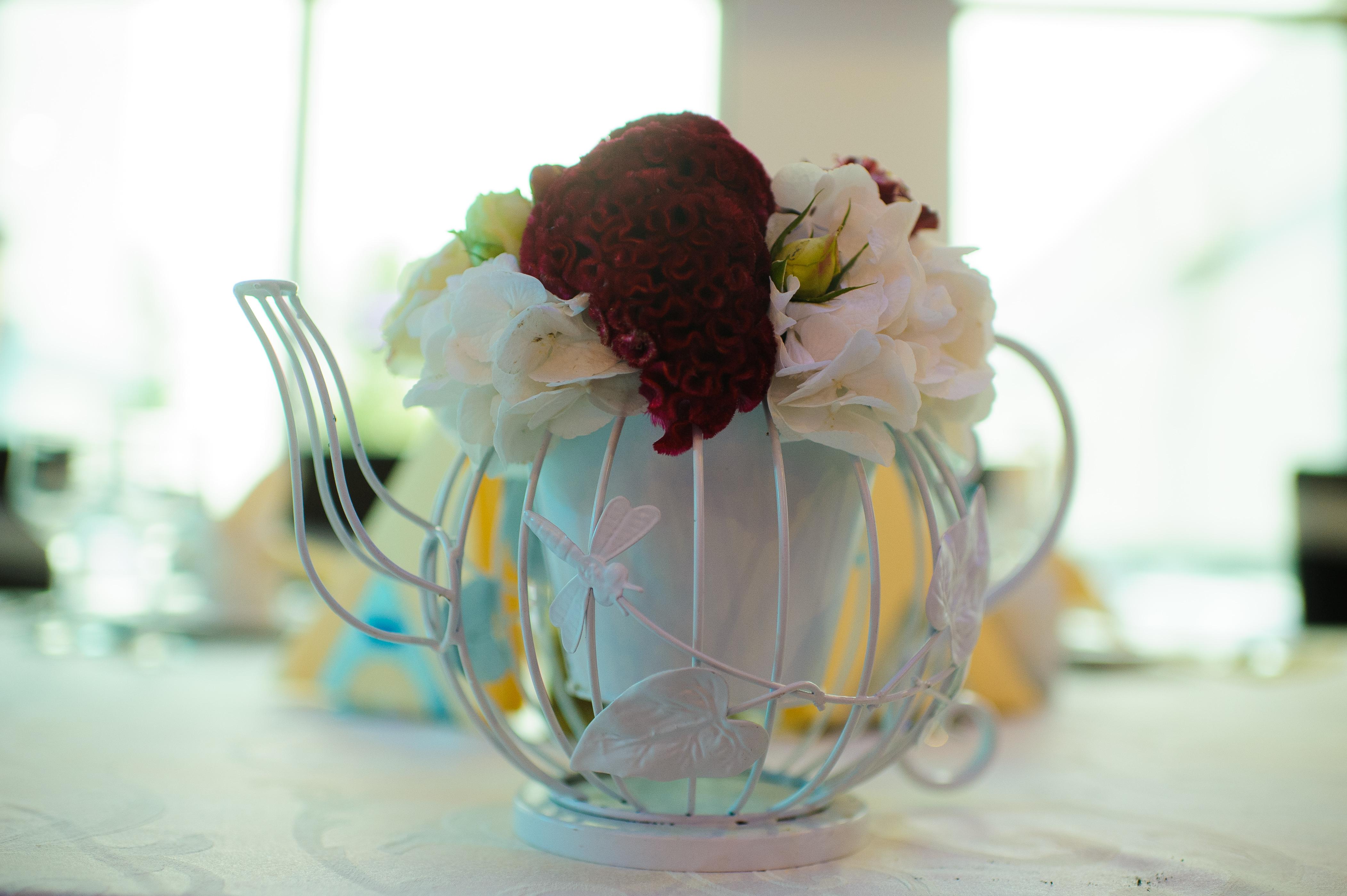 decoratiune botez ceainic cu flori